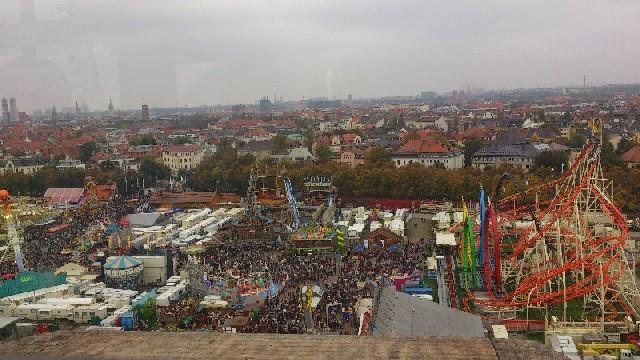 Oktoberfest dari atas