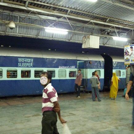 Kereta Sleeper di India